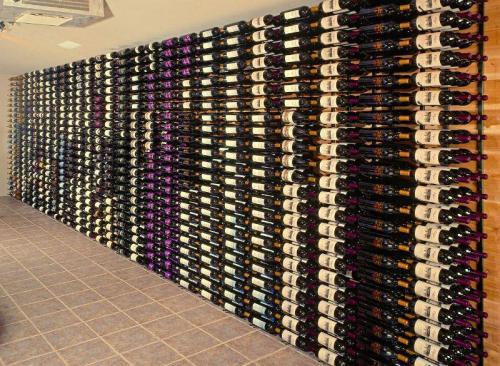 9-bottle-wall-mounted-wine-rack