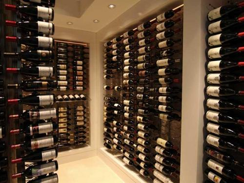 wall-mounted-wine-racks
